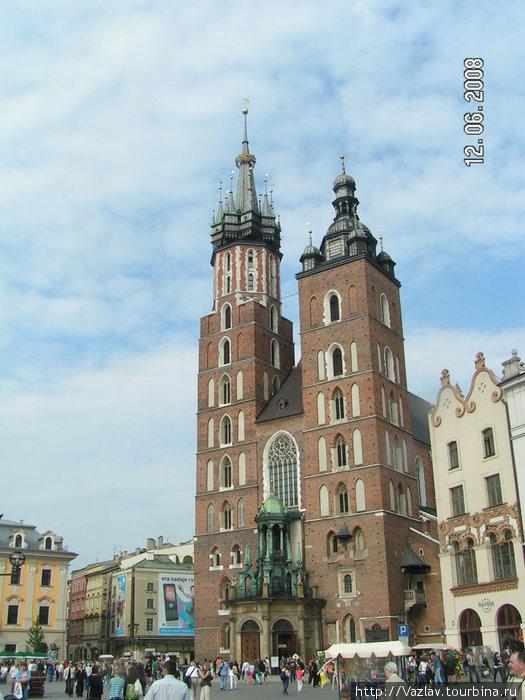 Две разные башни