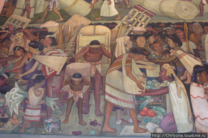 Скота и вьючных животных не было, вся ноша переносилась на плечах. На сколько ацтеки были развиты: внизу на фреске изображение деревянной игрушечной собачки на колесах. Лысая мексиканская собачка.