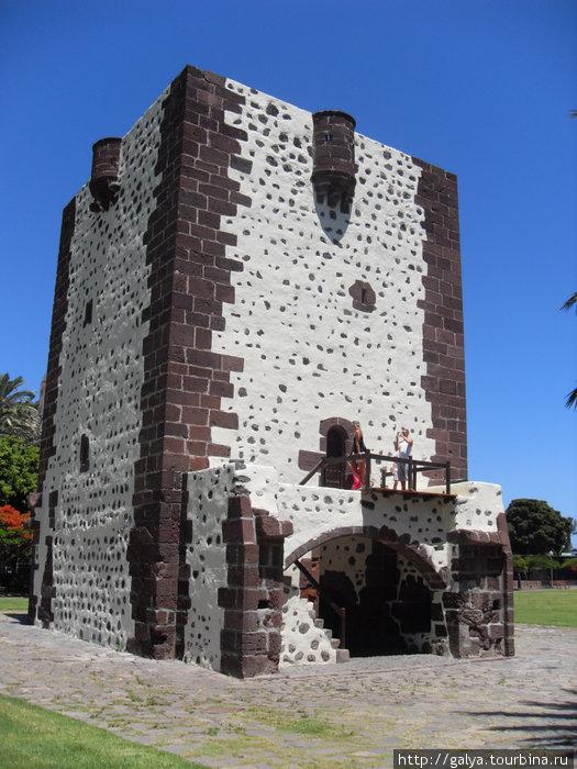 Башня, где отбивалась от взбунтовавшихся гуанчей вдова Перасо. ОТбилась, потом с Гран-Кагарии пришли войска и ни одного живого не оставили.
