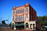 Историческое коммерческое здание в олд тауне Портсмута.