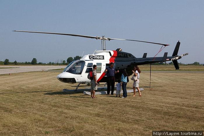 Загружаемся в вертолет для посмотра на водопады сверху