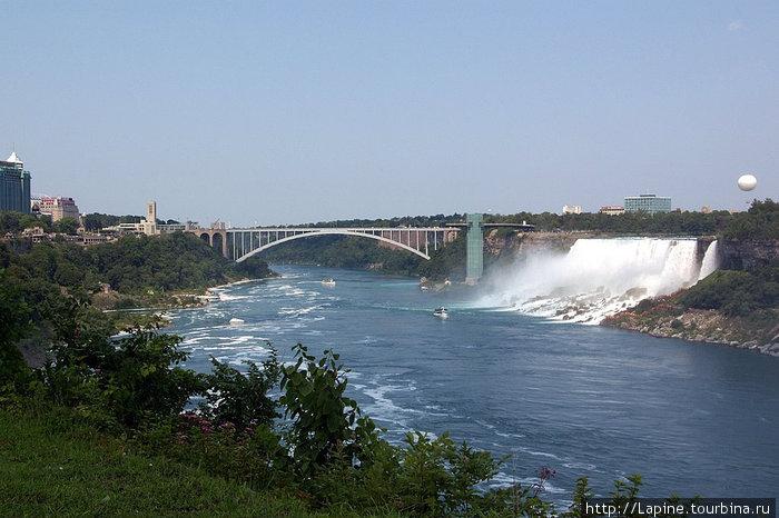 Радужный мост и Американские водопады со Столовой скалы