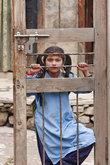 Но одна девочка долго грустными глазами смотрела на нас через забор.