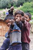 Дети были очень весёлыми, дружелюбными и просили их сфотографировать.