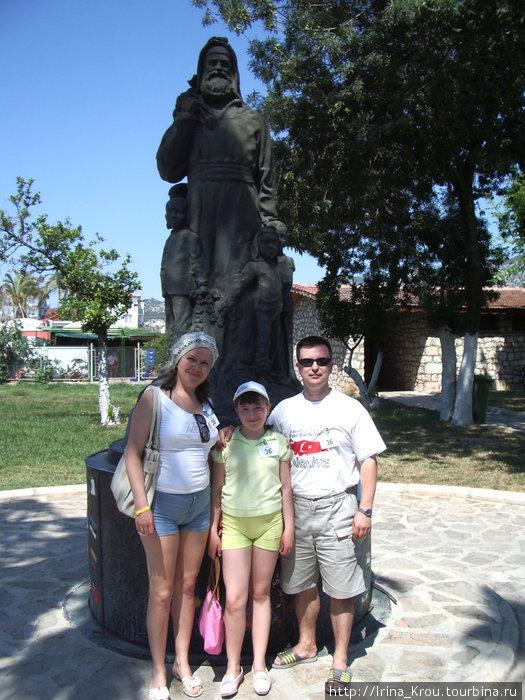Памятник Николаю Чудотворцу (Санта-Клаусу)
