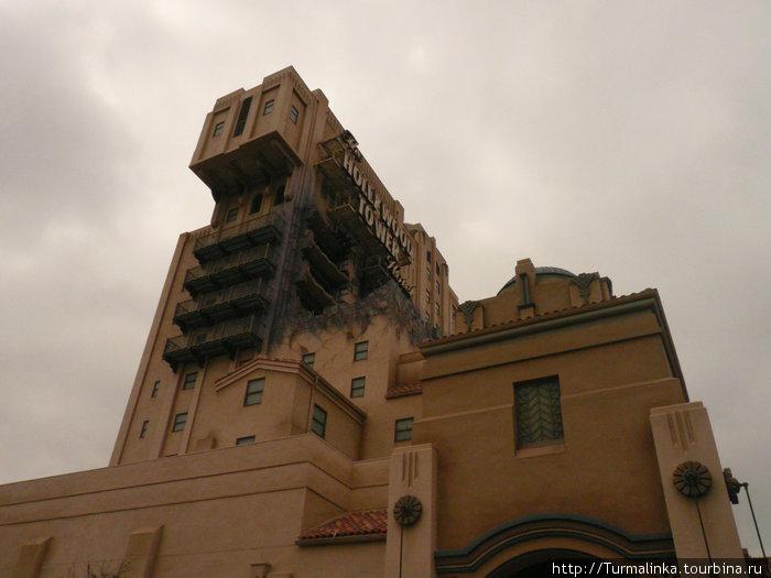 Tower of Terror — Башня Страха!) И правда немного страшно) А на самом верху вас фотографируют)