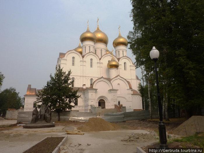 Заканчивается строительство Кафедрального Успенского собора.