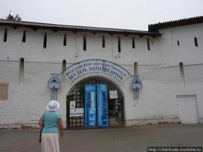 Идем в Спасо-Преображенский монастырь — музей -заповедник.