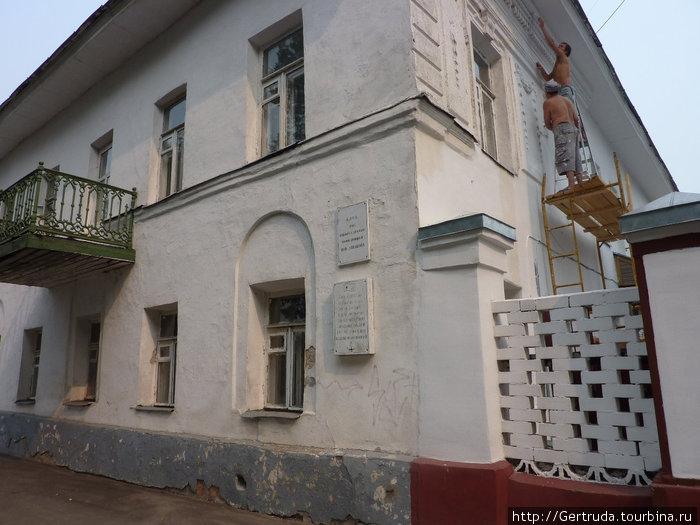Дом, где находится  Клуб юных моряков и речников.