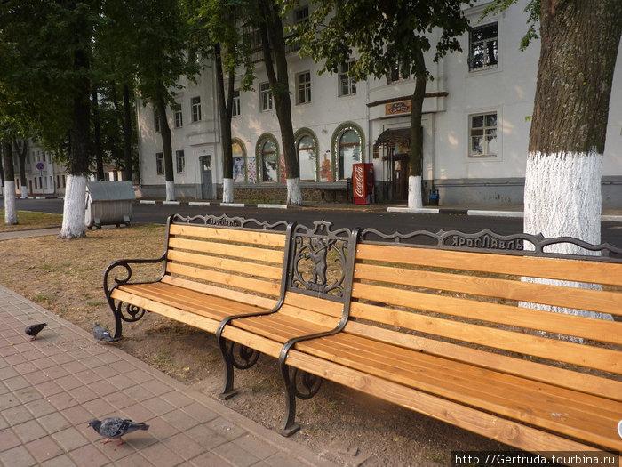 Правда, хороши скамейки в честь юбилея?