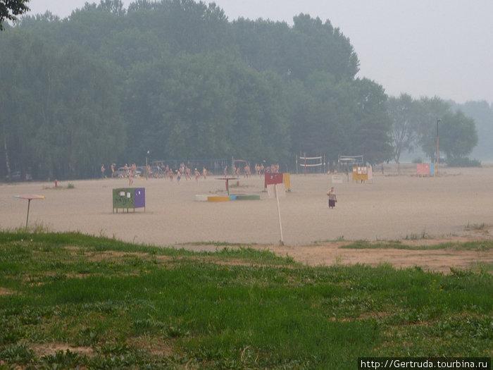 Городской пляж на Которосли, дымный день 6 августа, жара +35!