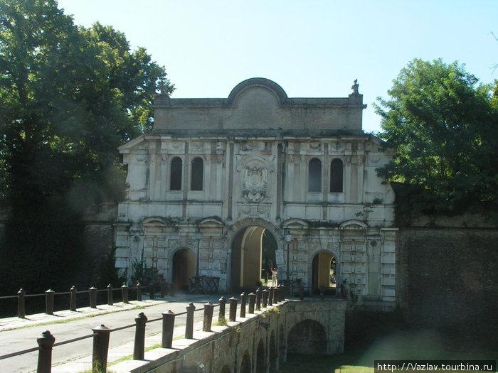 Ворота крепости