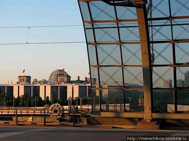 Главный вокзал и утренний вид на Рейхстаг, Берлин