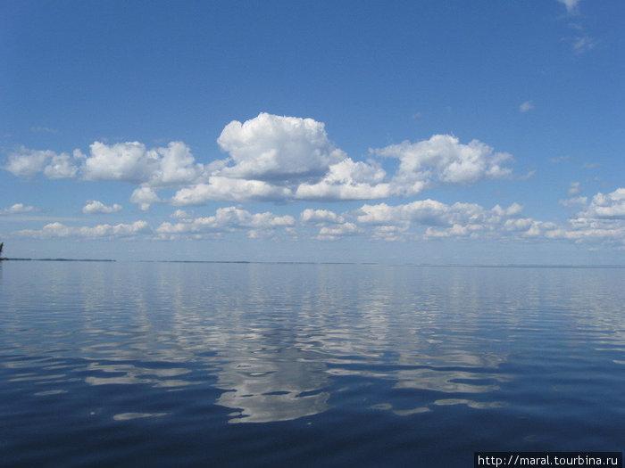 В погожие дни синь неба сливается с голубизной воды Рыбинского моря