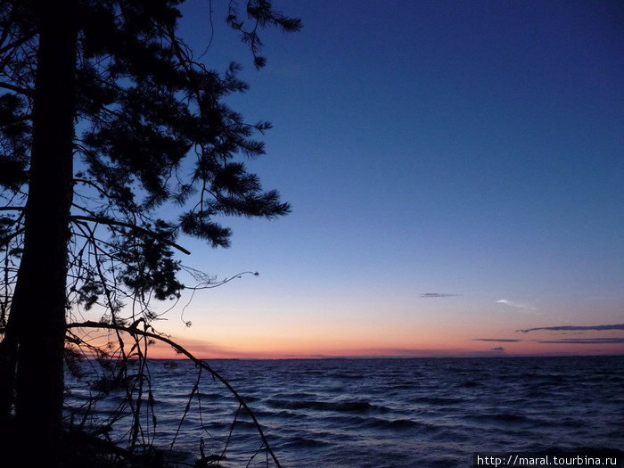 На море опустилась ночь
