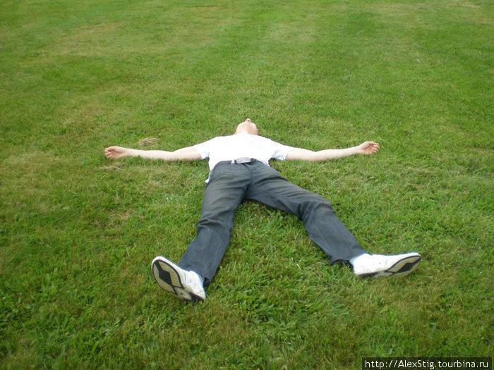 Устал гулять по Норристауну, надо отдохнуть! А газоны-то в США классные.
