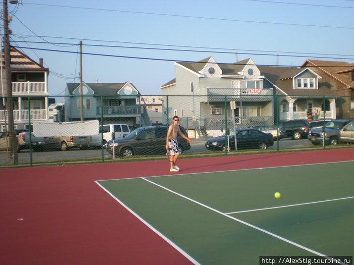 Иногда и в большой теннис играли