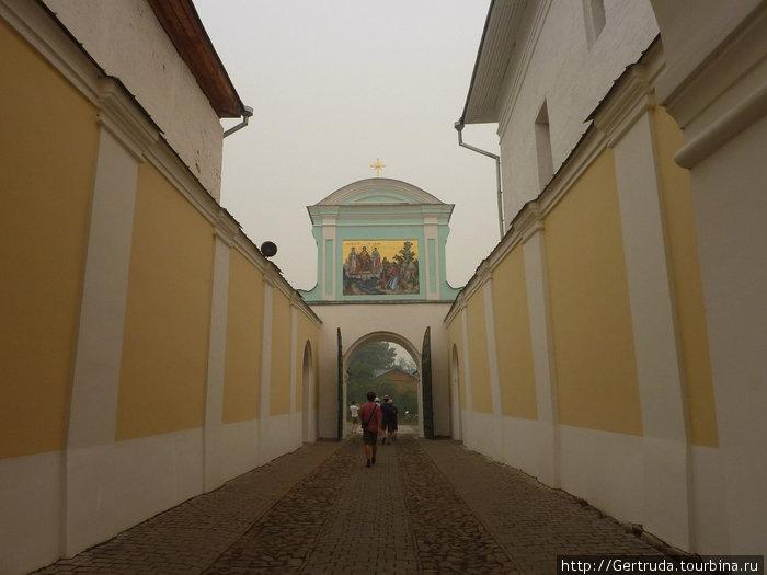 Выход  из монастыря.