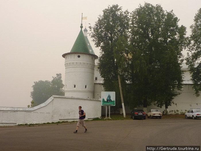 Угловая башня монастыря.