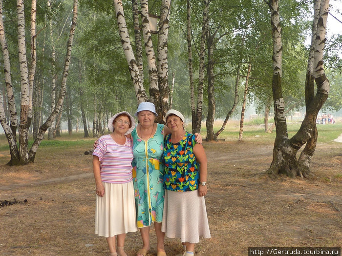 А это мы, выпускницы 1957 года, встреча в \