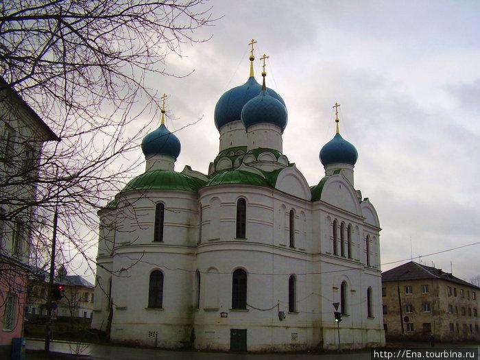 22.11.2009. Углич. Богоявленский монастырь. Богоявленский собор.