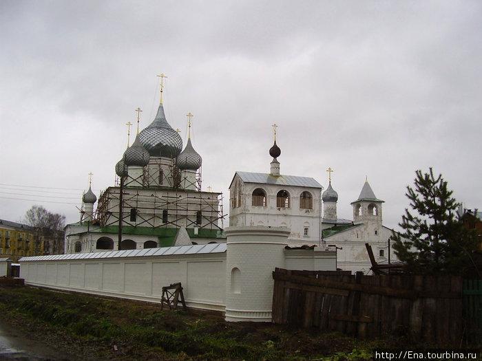 21.11.2009. Углич. Воскресенский монастырь. Воскресенский собор