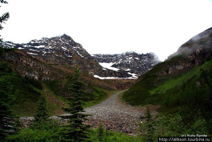 Тропа от тихауса к Plain of Six Glaciers.
