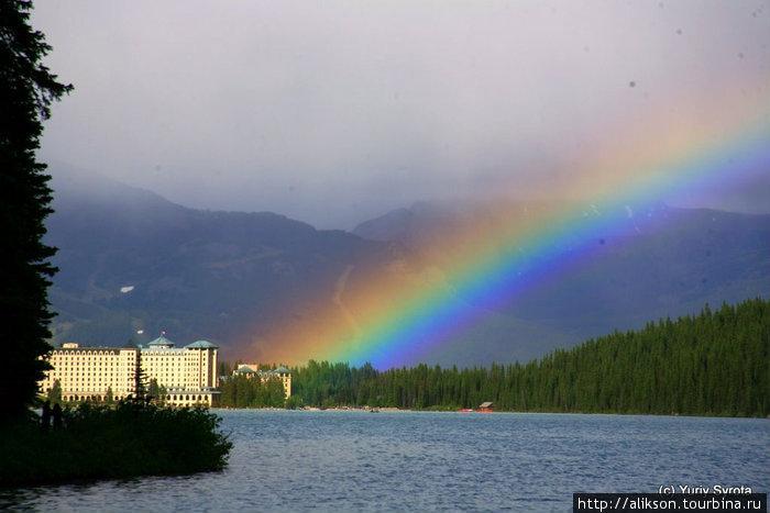 После дождя вышло солнце и получилась радуга.