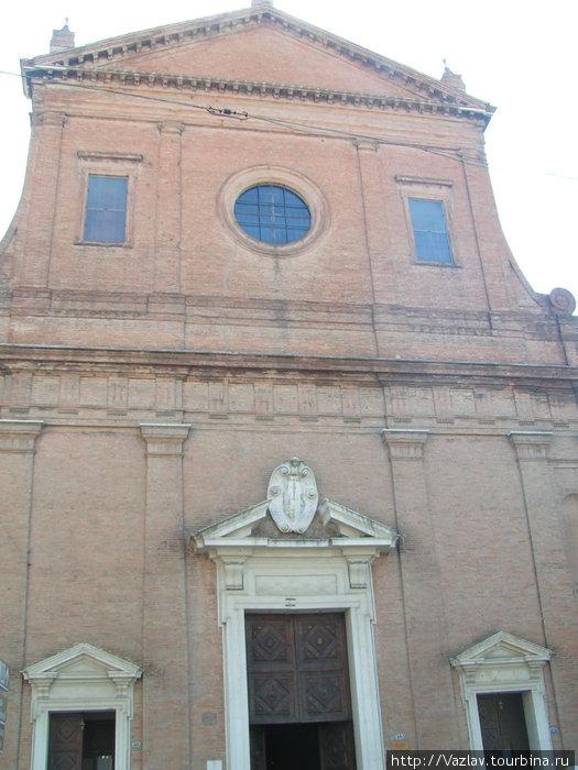 Вид на церковь с улицы