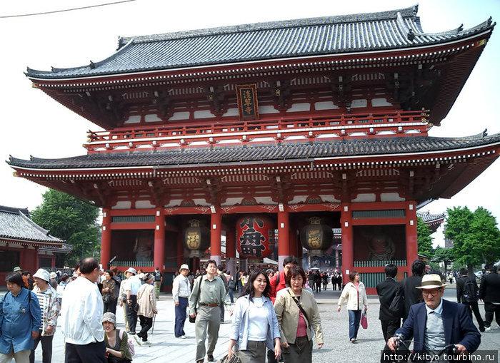 Каминаримон (внешние ворота храма Сэнсодзи)