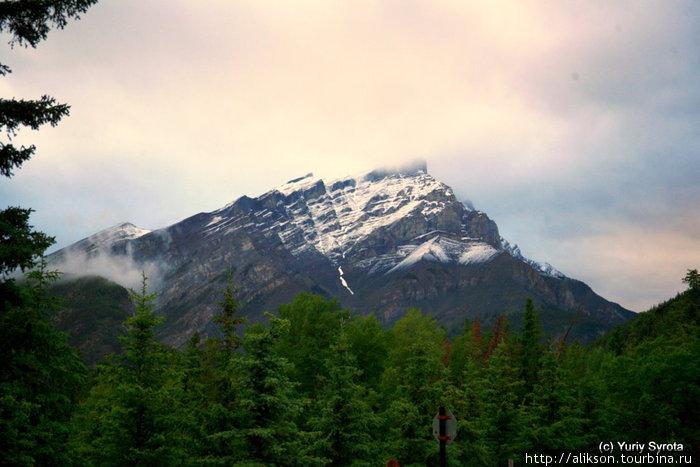 Одна из гор, которую всё время видишь, пребывая в Банффе. Она стала нашей старой знакомой.
