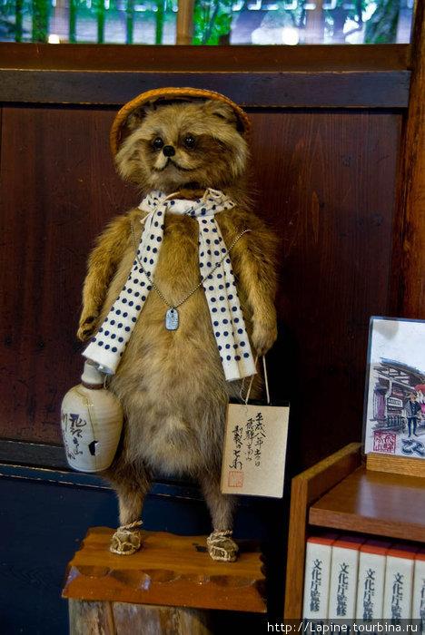 Чучело несчастного тануки в доме Кусакабэ