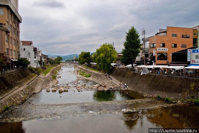 Река Миягава — осенью очень мелкая