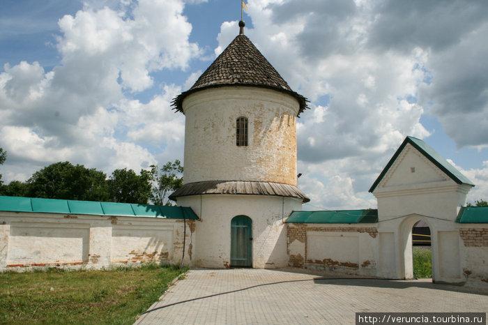Макаровский монастырь.