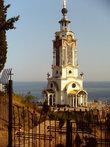 Церковь памяти погибшим на водах, рядом с ней музей морских катастроф