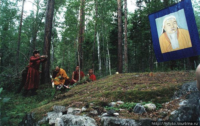 Вот он. таинственый Трон Чингисхана. Камень, у которого великий воитель, по преданию стариков, собирал свое войско