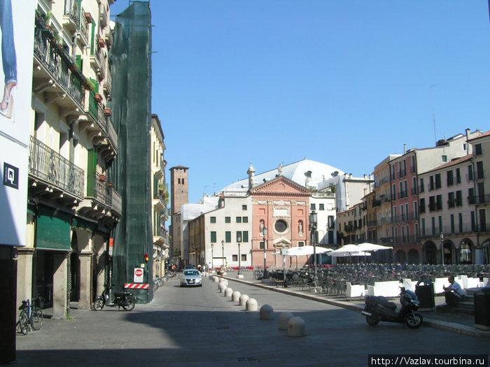 Площадь Синьории; здание церкви видно в дальнем конце