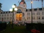 Дворец Люмьеров. Построен в 1902 г. Изначально, никакого отношения не имеет к семье Люмьер, дворец так назвали в 2006 г. С того же года там располагается медиатека, проводятся выставки и конгрессы.