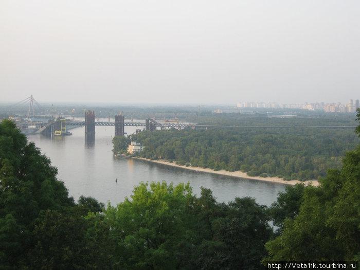 Строящияся мост через Днепр новой ветки метро