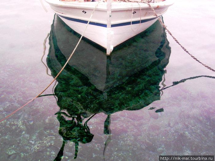 Вода Эгейского моря имеет необычайную притягательность.