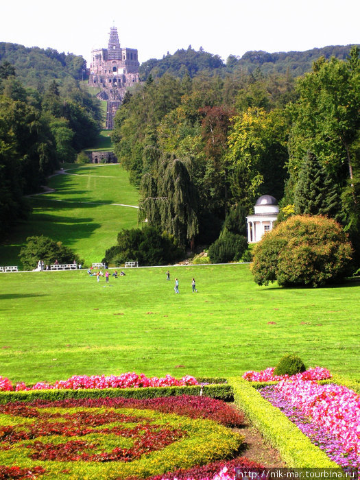 Гора и замок Вильгельмсхёэ.