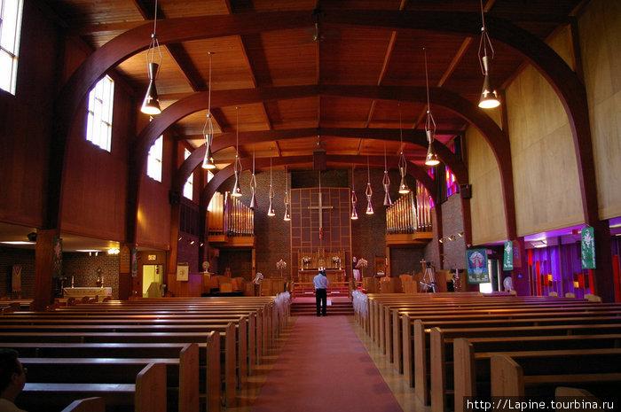 Церковь перед началом свадебной церемонии