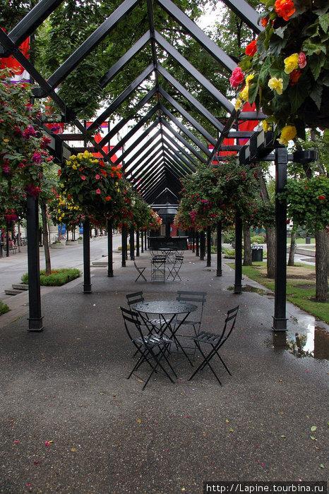 Променад рядом с музеем Гленбоу и концертным залом