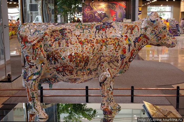 ... корова стеклярусная, очень красивая,...
