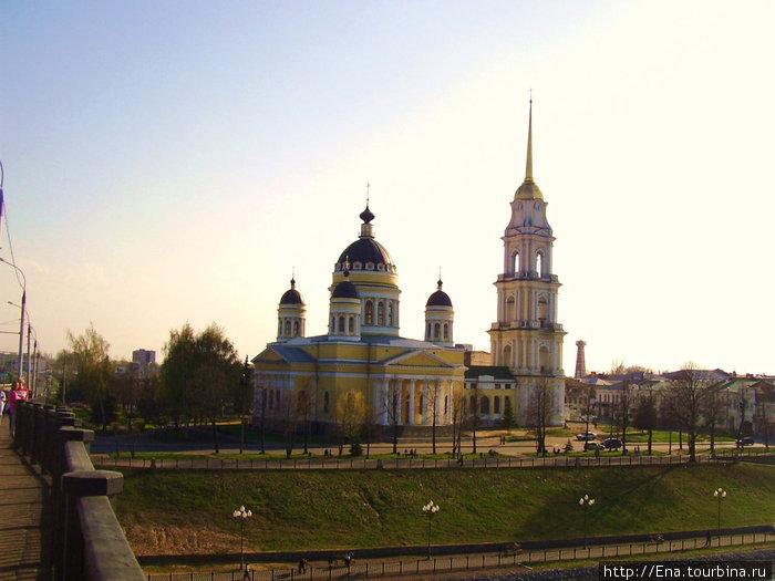 Вид на Спасо-Преображенский собор с рыбинского моста