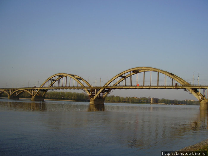 08.05.2010. Рыбинск. Рыбинский мост через Волгу-матушку