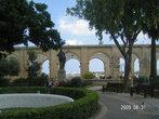 Фонтан и памятник