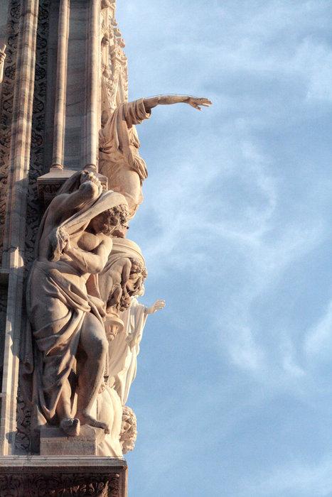 скульптуры, украшающие собор