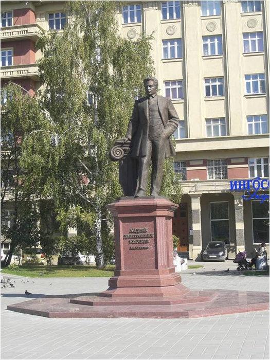 Памятник сибирскому архитектору