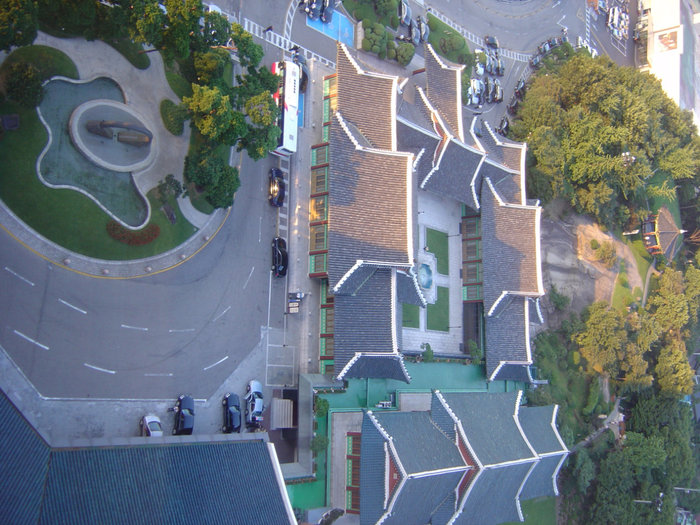 Подъезд к отелю, вид сверху.